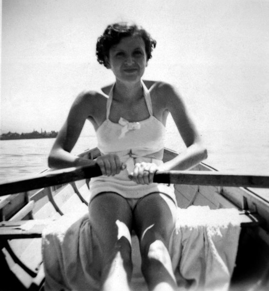 Ева Браун  в купальнике